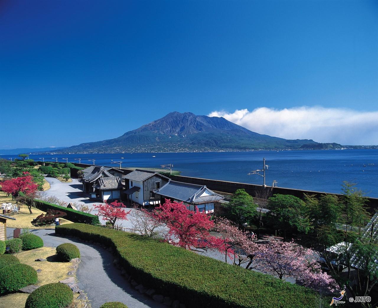 Jardim Senganen e avisa para o Monte Sakurajima