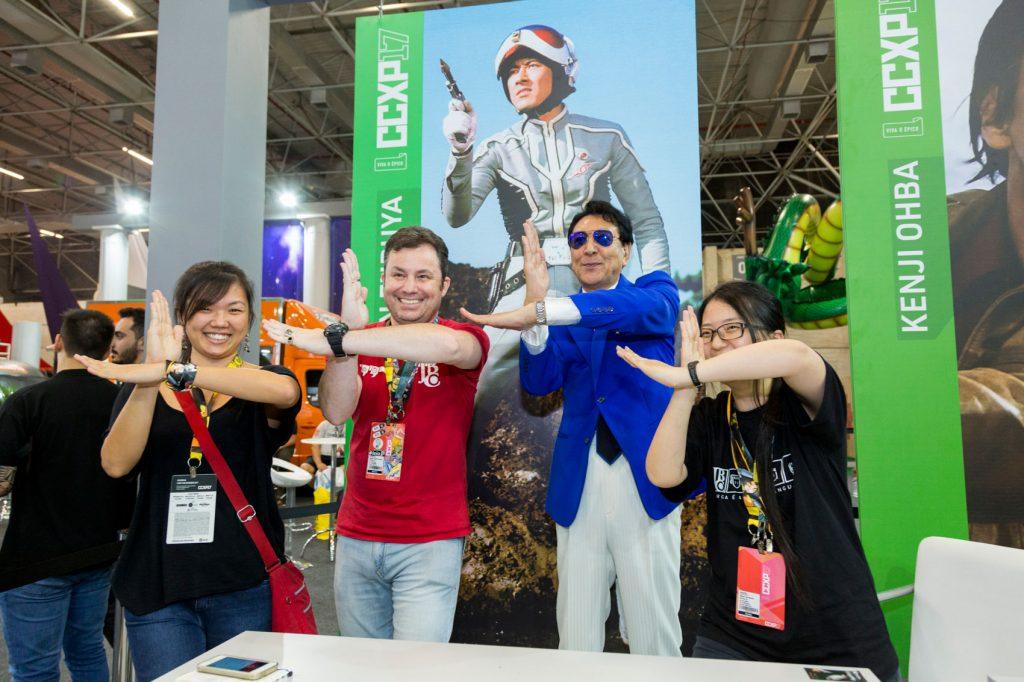 Bin Furuya com a equipe da JBC