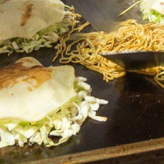 okonomiyaki hiroshima macarrão