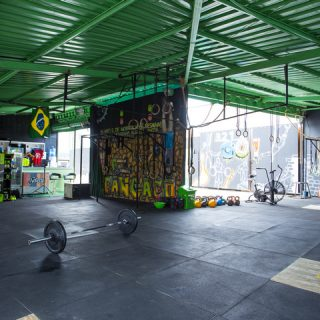 Dentro do box Crossfit Cangaço